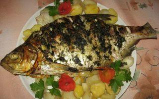 Лещ, запеченный в духовке в рукаве — очень сочное и вкусное блюдо